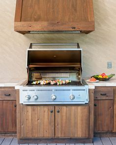 make a hood vent cover out of old wood or fence wood stained with paint. Outdoor Kitchen Countertops, Concrete Countertops, Kitchen Cabinets, Kitchen Appliances, Granite, Basic Kitchen, New Kitchen, Outdoor Kitchen Design, Outdoor Kitchens