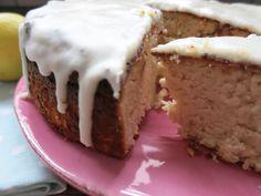 Wenn sich Zitronen und Kokos vereinen, kann der Kuchen nur gut werden... 1 kleiner runder Kuchen 18 cm Durchmesser (ergibt 8 Stücke) 50 g Kokosöl geschmolz