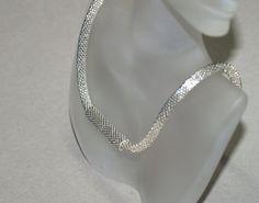Plata encubierta... Gargantilla. Collar. Ganchillo del grano. Unisex. Galvanizado. Metálico. Cierre magnético. Moderno. Elegante. Elegante. Chic