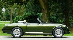 At first glance, this roadster is not among the most sought-after models in the world, but under its bonnet slumbers a husky Rover Only around 2000 examples of the were built and hence today it represents an unusual classic car. British Sports Cars, Classic Sports Cars, Classic Cars, Bmw 507, Mg Mgb, Mg Cars, Rally Car, Dream Garage, Vintage Cars