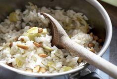 Πρασόρυζο με κουκουνάρια - Συνταγές | γαστρονόμος