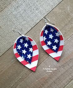 American flag earrings Polymer Clay Pendant, Boutiques, American Flag, Summer Time, 4th Of July, Pendants, Christmas Ornaments, Holiday Decor, Earrings