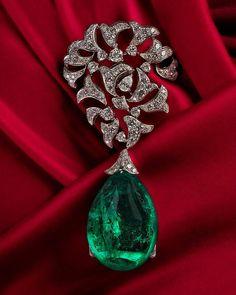 @cartier emerald brooch!
