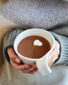 Thick and Creamy Nutella Hot Chocolate Nutella Hot Chocolate, Molten Chocolate, Chocolate Pizza, Cake Recipes, Dessert Recipes, Middle Eastern Desserts, Honey Cake, Clotted Cream, Cream Cheese Frosting