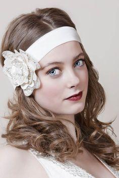 . Art Deco Wedding, Wedding Blog, Wedding Ideas, Bridal Headpieces, Bridal Hair, 1920s Flapper Girl, Flower Hair Band, Hair Bands, Retro Hairstyles