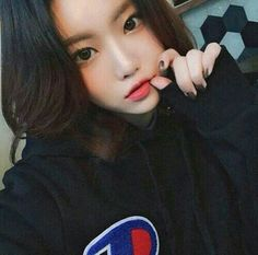 Image about girl in Ulzzang by →ⓨⓔⓞⓝⓘⓔ← on We Heart It Ulzzang Korean Girl, Cute Korean Girl, Cute Asian Girls, Cute Girls, Ulzzang Style, Pretty Korean Girls, Korean Beauty, Asian Beauty, Ulzzang Girl Fashion