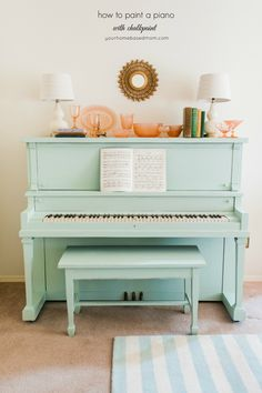 to Paint a Piano with Chalkpaint Itching to paint your old piano? Check out this tutorial using chalk paint to make the job even easier.Itching to paint your old piano? Check out this tutorial using chalk paint to make the job even easier. Chalk Paint Furniture, Furniture Projects, Furniture Makeover, Home Projects, Diy Furniture, Furniture Design, Quality Furniture, Chair Design, Modern Furniture