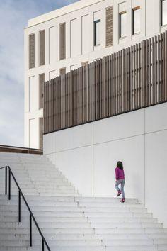 Passieve kinder- en jongerencampus Hardenvoort Antwerpen - Projecten - BURO II & ARCHI+I  hout wit beton gevel