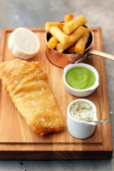 Beer-battered fish and chips with homemade tartar sauce and pea purée - Tom Kerridge Bistro Food, Pub Food, Sauce Recipes, Fish Recipes, Cooking Recipes, Bbc Recipes, What's Cooking, Grilled Mackerel, Tom Kerridge