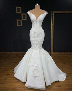 Image may contain: one or more people, people standing and wedding Stunning Wedding Dresses, Perfect Wedding Dress, Dream Wedding Dresses, Beautiful Dresses, Wedding Gowns, Lace Mermaid Wedding Dress, Mermaid Dresses, Blue Bridesmaid Dresses, Bridal Dresses