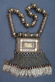 Zanzibar | Necklace with container for Qur'anic charms; silver, iron and glass. | ca. 1974 or earlier