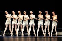Danza Ballet® Formación Niños Clases Vagánova a partir de los 7/8 años Martes 18 a 19 hrs. Curso I www.bailarinas.eu Body Ballet® Iniciación & Reciclaje Lunes 20 a 21 hrs Intensiva Miércoles 9.30 a 11 hrs Barre á terre Jueves…