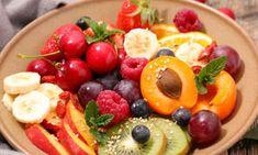Eine leichte, kohlenhydratreiche Kost wie ein Obstsalat ist die perfekte Vorbereitung für einen Marathon