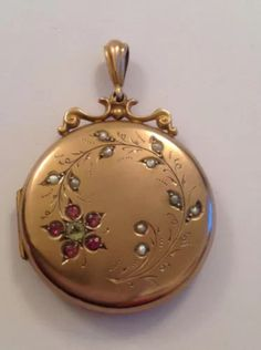 Antique Locket, Antique Jewelry, Vintage Jewelry, All That Glitters, Metal Clay, Vintage Beauty, Cute Jewelry, Vintage Antiques, Jewelery
