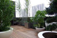 Une terrasse de 30m2 avec de multiples espaces (la photo)