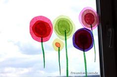 fensterbild, frühling, Blumen, fensterbilder, deko, handgemacht, handmade, diy, fenster, window, flower ähnliche tolle Projekte und Ideen wie im Bild vorgestellt findest du auch in unserem Magazin
