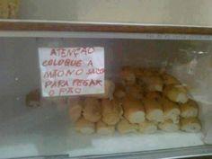 Nossa língua merece cuidados! Uma triste realidade da língua portuguesa no Brasil. Algumas imagens que vocês verão abaixotêm erros assustadorese outras mostram o quanto escolher mal as palavras pode ser um tanto constrangedor. Um espaço a mais, um espaço a menos, uma letra a mais, uma letra a