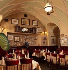 Restauracja Europejska, położona w samym sercu Krakowa, przy Rynku Głównym 35 to tradycyjna kawiarnia i restauracja.