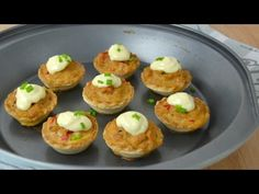 Tartaletas templadas de atún | Cuuking! Recetas de cocina Empanadas, Canapes, Baked Potato, Sushi, Buffet, Food And Drink, Appetizers, Lunch, Cooking