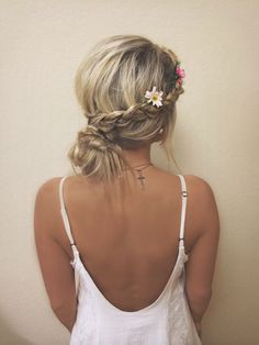Gorgeous hair style// #promhair // http://www.missesdressy.com/blog/15-braided-prom-hairstyles-you-have-to-see.html