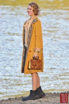 Blake Lively Hits the Beach in Burnaby for 'Age of Adaline'!: Photo Blake Lively flashes a smile as she gets back into her period costume to arrive on set of her upcoming movie The Age of Adaline on Wednesday (April in Burnaby,… Period Costumes, Movie Costumes, Fashion Tv, Fashion Mode, Chrissy Tegan, Blake Lively Ryan Reynolds, Age Of Adaline, Vintage Outfits, Vintage Fashion