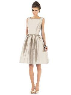 Parce que les couleurs sont parfaites pour les robes des filles d'honneur (pas le modèle)