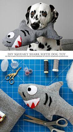 DIY Stuffed Squeaky Softie Shark Dog Toy step by step instructions Homemade Dog Toys, Diy Dog Toys, Toy Diy, Cute Dog Toys, Softies, Diy Pour Chien, Diy Pet, Dog Crafts, Diy Stuffed Animals