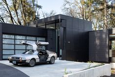 On the residence's all black front, an attached garage unit is fronted with glazed doors and a grouping of clerestory windows run along the top of the one-and-half-storey foyer. Clerestory Windows, Best Mods, White Oak Floors, Royal Residence, Forest Park, Entry Hall, Royal House, Wood Glass, Common Area