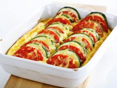 Zapiekanka z cukinii - przepis Vegetarian Recipes, Cooking Recipes, Healthy Recipes, Good Food, Yummy Food, Mediterranean Diet Recipes, Flan, Food Design, Food Photo