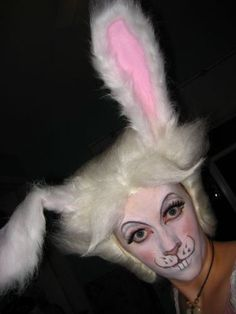 White Rabbit Alice In Wonderland Makeup Alice in wonde Alice In Wonderland Makeup, White Rabbit Alice In Wonderland, Mad Hatter Makeup, Mad Hatter Party, Mad Hatter Tea, Costume Makeup, Costume Box, 80s Costume, Artistic Make Up