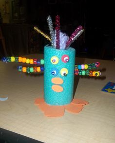 Kinder Art - Art Across the Spectrum  Aliens (yup thats a swim noodle!) Kindergarten class loved this project!!