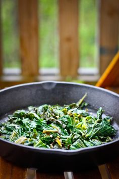This Braised Kale with Apple Cider Vinegar is EASY, takes about 10 minutes, and only uses 5 ingredients.