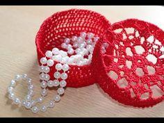 Cofanetto all'uncinetto - Portagioie, Porta confetti, Porta bomboniera - YouTube Crochet Jar Covers, Crochet Box, Fillet Crochet, Amigurumi Tutorial, Crochet Decoration, Ring Pillow, Wedding Favors, Headbands, Crochet Earrings