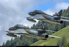 Private Hawker Hunter photo by Martin Thoeni - Powerplanes Swiss Air, Old Planes, Hunter S, Photo Online, Rockets, Military Aircraft, Air Force, Fighter Jets, History