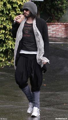 Russell Brand : drôle de look sans Katy Perry.