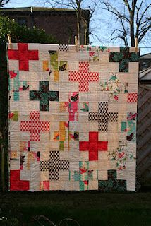 plus quilt - oooooh, making constant 'corners' would make it oh-so-much easier to put together in blocks!!!  Must think more about this!