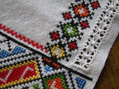 Bargello Patterns, Textile Patterns, Folk Embroidery, Ribbon Embroidery, Cross Stitch Flowers, Cross Stitch Patterns, Cross Stitch Cushion, Crochet Shell Stitch, Palestinian Embroidery