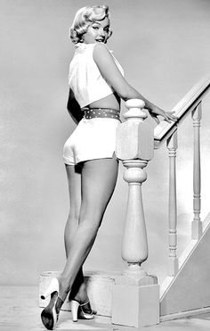 Marilyn Monroe, crop top shorts white- red belt Seven Year Itch