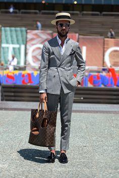 The kooples spring 2018 menswear fashion show trong 2019 men Mens Fall Street Style, Street Chic, Men Street, Modern Gentleman, Gentleman Style, Mens Fashion Suits, Mens Suits, Men's Fashion, Classic Suit