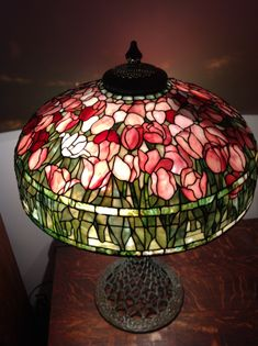 Stained Glass Lamp Shades, Tiffany Stained Glass, Tiffany Glass, Stained Glass Art, Stained Glass Windows, Mosaic Glass, Fused Glass, Art Nouveau, Lampe Art Deco