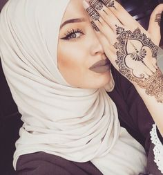 Henna Me Pretty | Nuriyah O. Martinez | 480 vind-ik-leuks, 8 reacties - chic hijab ﷽ (@chichijab) op Instagram: '@meeriyah #chichijab yes or no?! '
