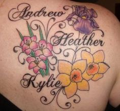 I have changed my mind, this tattoos of names is my fav, great back tattoo! Name Tattoos For Moms, Tattoos With Kids Names, Mom Tattoos, Trendy Tattoos, Kid Names, Tatoos, Daughter Tattoos, Family Tattoos, Tattoos For Women Flowers