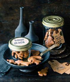 Lebkuchen im Glas, selbst gemischtes Knuspermüsli und Orangen-Anis-Öl in einer hübschen Flasche - schnelle Geschenke aus der Küche.