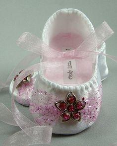 Calçados de Bebês - cetim branco com rede-de-rosa e flor                                                                                                                                                                                 Mais