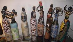 Africanas con botellas de cristal