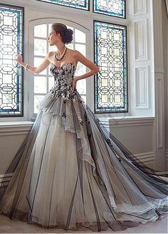 Spitze Tüll Satin Schnürrücken Herz-Ausschnitt aufgeblähtes bodenlanges Brautkleider