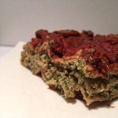 """Der Titel """"Vegane Ricotta Spinat Lasagne"""" mag vielleicht auf den ersten Blick etwas seltsam klingen, da Ricotta doch nicht vegan ist. In dieser Lasagne ist auch kein Ricotta enthalten, sondern Tofu. Aber geschmacklich kommt es auf jeden Fall an Ricotta heran, deshalb habe ich mich entschieden das Rezept auch so zu nennen. Die Inspiration zu […] Ricotta, Tofu, Fitness, Fat, Herbs, Dinner, Recipes, Inspiration, Spinach"""