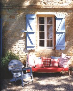 Rustic Decor and furniture at your backyard...very Simple to implement and looks great
