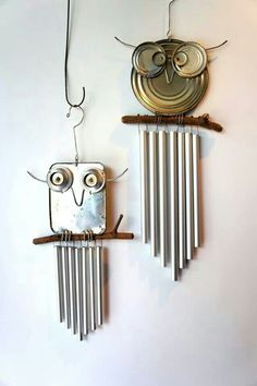 recycled owl chimes out of food can lids More You are going to love to make your own Saucepan Lid Owls and they are a very easy DIY. We have lots of inspiration in our post and bike wheel Owls too. Tin Can Crafts, Owl Crafts, Metal Crafts, Angel Crafts, Metal Projects, Tin Can Art, Tin Art, Carillons Diy, Easy Diy