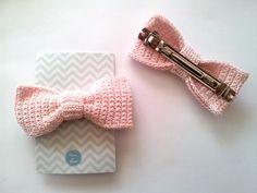 Crochet Hair Bows, Beau Crochet, Crochet Case, Crochet Hair Accessories, Crochet Quilt, Crochet Hair Styles, Crochet Gifts, Crochet For Kids, Crochet Flowers